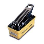 Bomba Hidráulica Compacta com Acionamento Pneumático 700 Bar 2081 cm³ Óleo Utilizável Simples Ação P